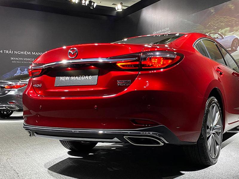 Đuôi xe Mazda 6 2020