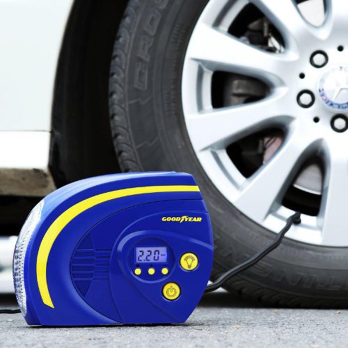 bơm lốp ô tô Top 10 phụ kiện ô tô cực kỳ tiện dụng cho chiếc xe hơi của bạn